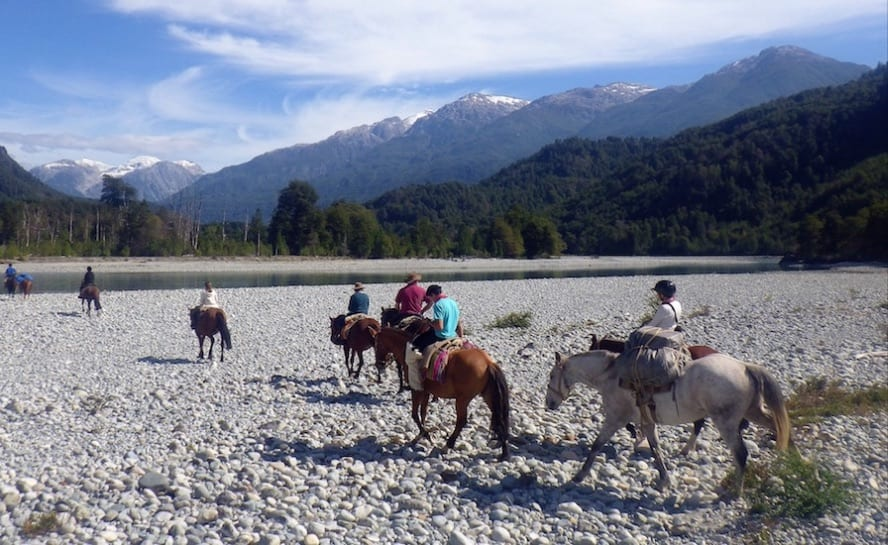 Patagonia horse riding_andean crossing_VEN89_Getting inside the ventisqueros Valley_1