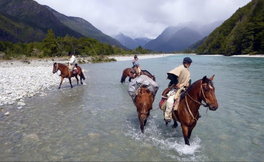 Patagonia horse riding_andean crossing_VEN89_Vernisquero River