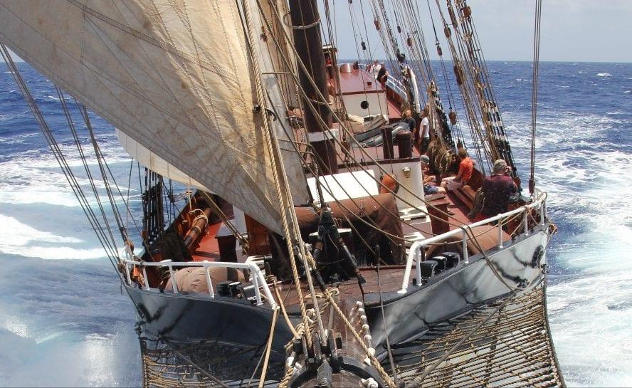 Tall ship sailing _5_VEN90