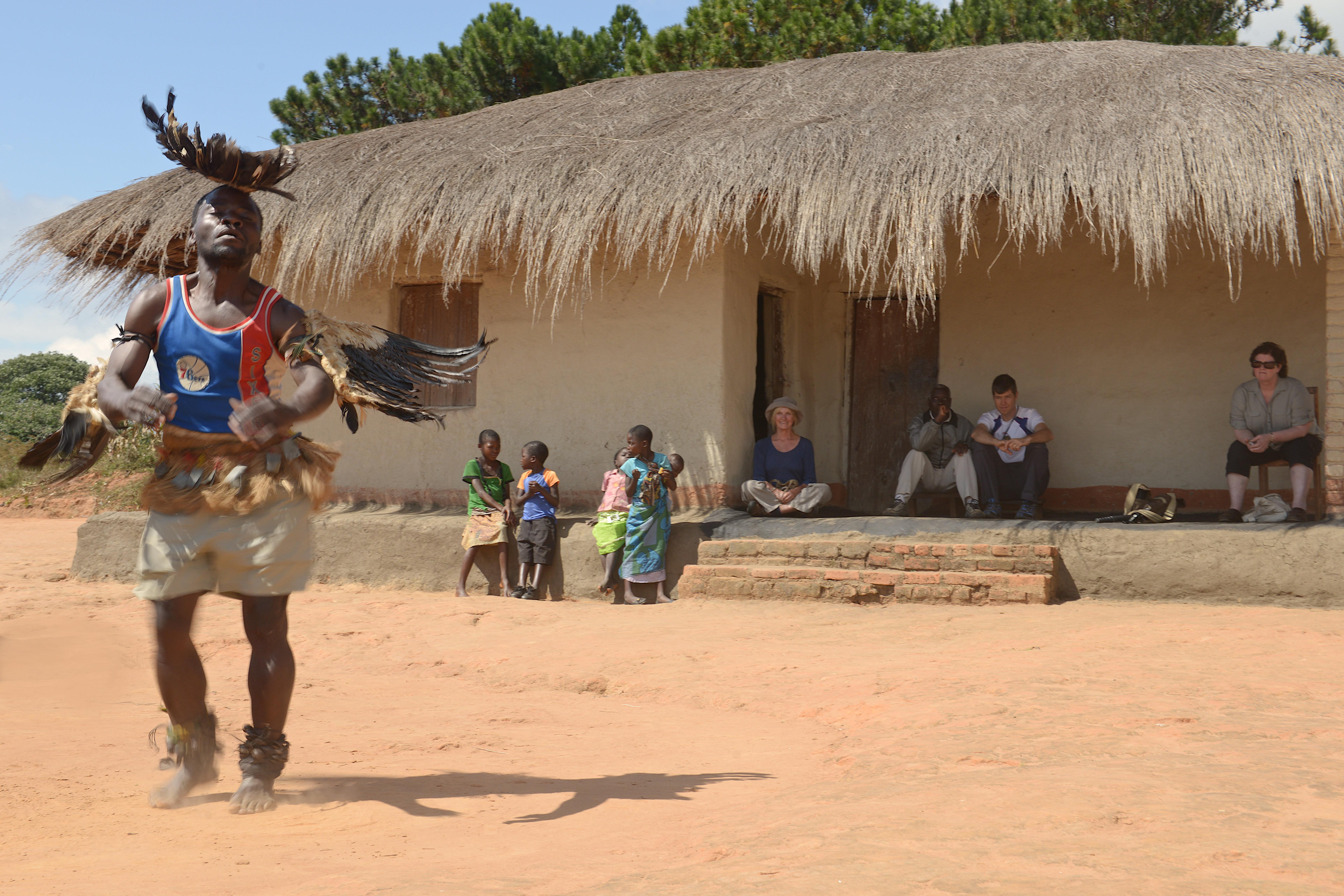 Village visit dancing – Luwawa – HR.GC